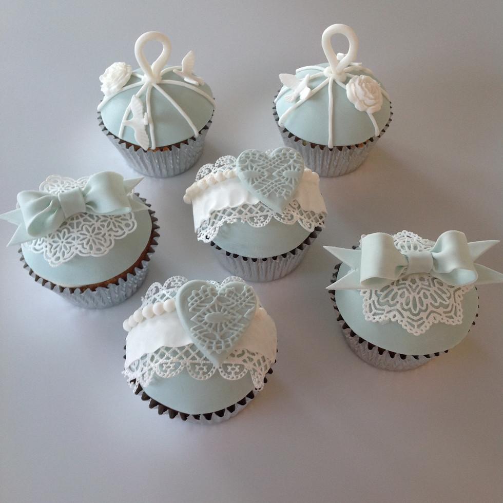 vintage cupcakes.JPG