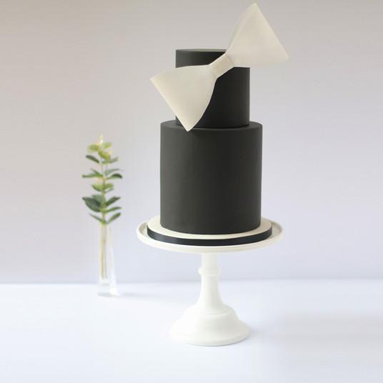 Black_Wedding_Cake.jpg