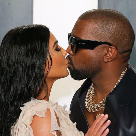 Теперь официально: Ким Кардашьян подала на развод с Канье Уэстом.