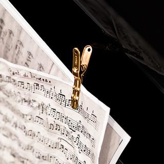 Clip Gold, elegant design meet elegant color