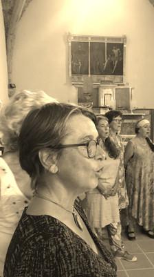pupitre féminin de profil