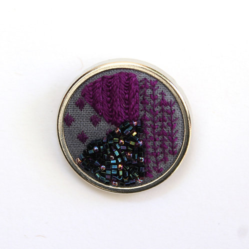 Mauve geometric embroidered brooch