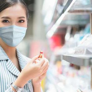 Las mascarillas frenan las ventas de pintalabios, adiós efecto 'lipstick'