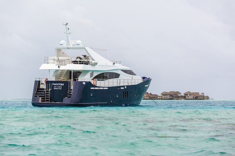 maldives luxury transfer yacht (17).jpg