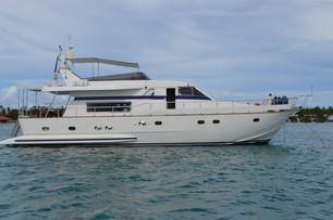 yacht charter Falcon 60 Maldives (10).jp