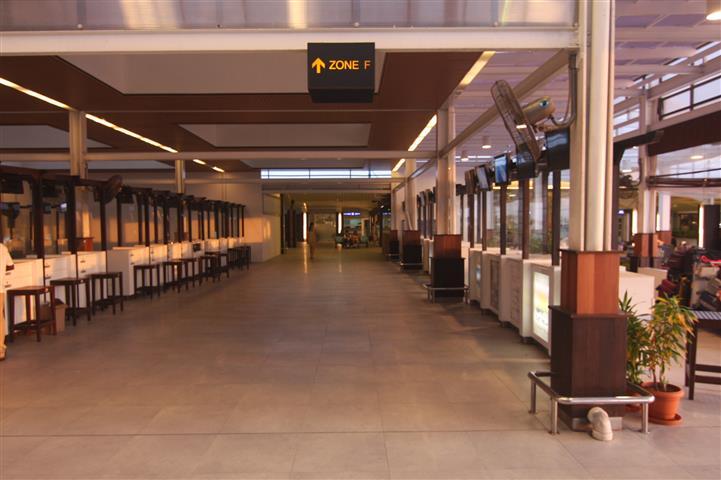 Airport Hotel counter zoneF.JPG
