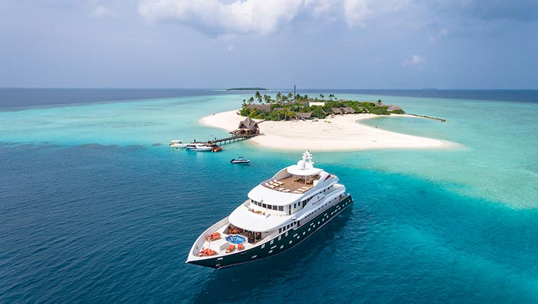luxury yacht Maldives