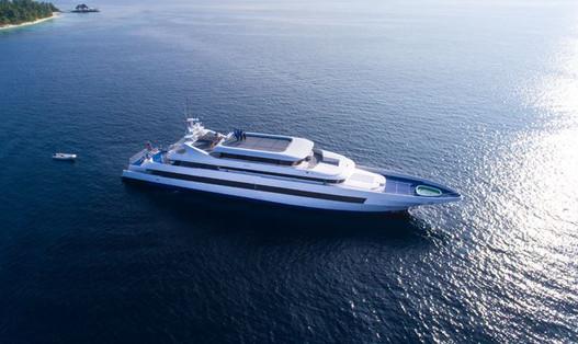 maldives cruise yacht.JPG