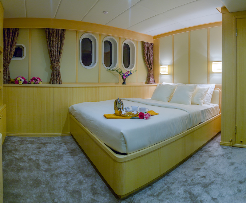 maldives luxury transfer yacht (10).jpg