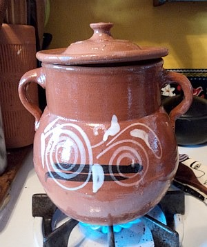 mexican_clay_bean_pot_lid_edited
