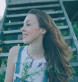 Rachel, a Canadian Lifestyle Blogger who writes Ideally Speaking