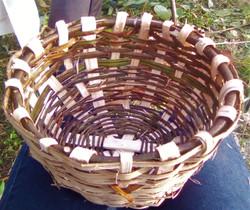 Fabrication maison de panier en noisetier et cornouiller