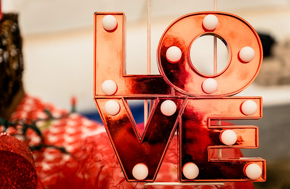 Social media tips for Valentine's Day - install and share with Hookle now!