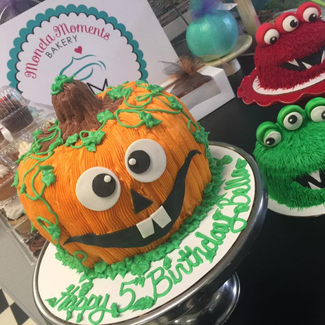 Halloween Cakes | Moneta Moments