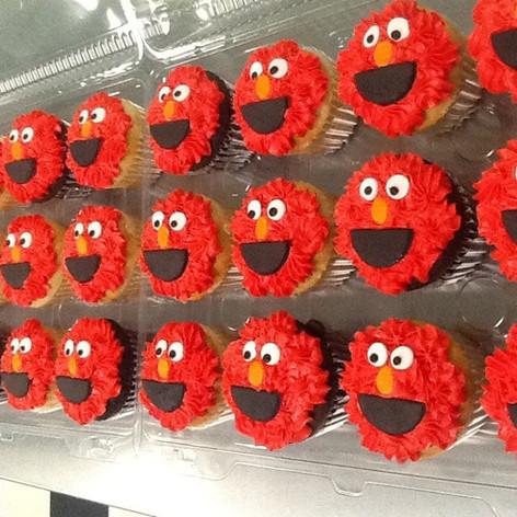 Elmo Cupcakes | Moneta Moments