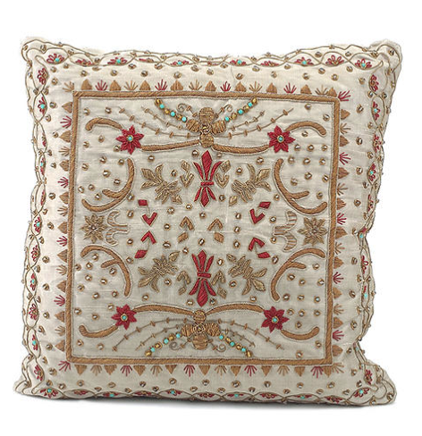 Right Sofa Pillow : 18 x 18""