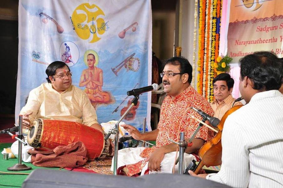 Reknowned Mridangist Thiruvarur Bhaktavatsalam accompanying Dr. Nagendra Shastry