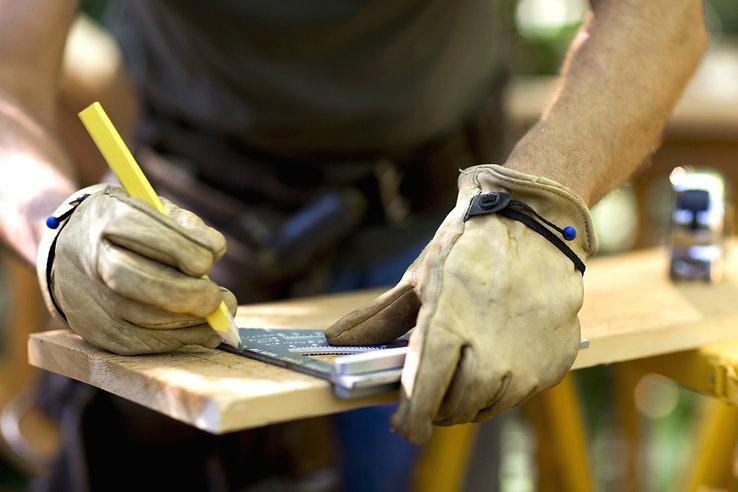 Carpenter%20Measuring%20Wood_edited.jpg