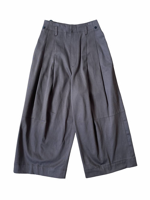 KNEE – SLOPE BAGGY PANTS