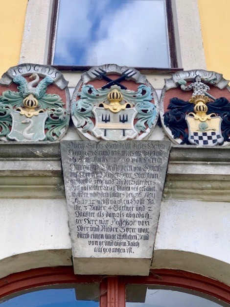 Wappen des Eingangsportals