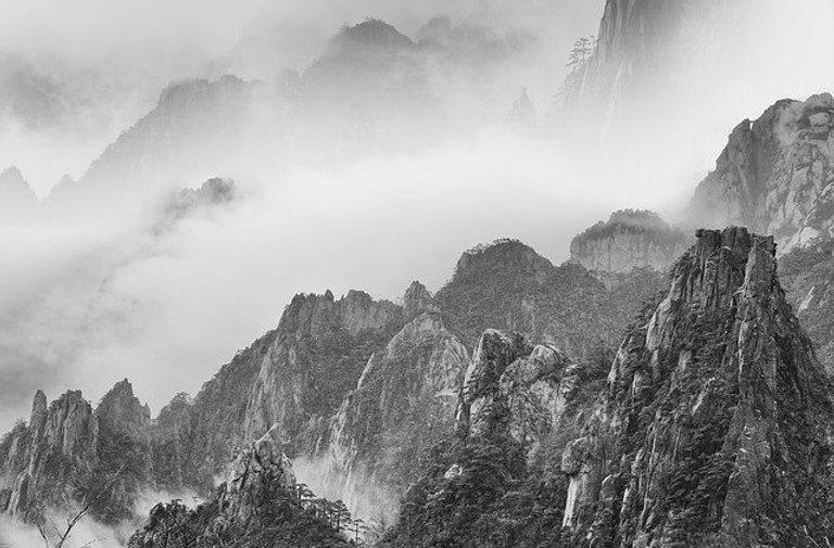 huangshan-mountains-5053221_640.jpg
