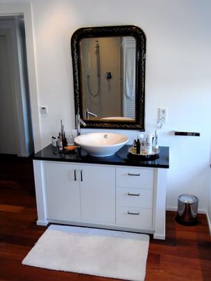 Moderne Badezimmereinrichtung