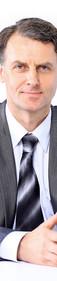 Portrait eines Mannes in Anzug und Krawa
