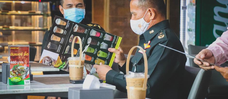 พล.ต.รชต วงษ์อารีย์ จก.สห.ทบ. มาทานกาแฟที่สโมสรทบ.และสั่งอาหารแบบเดลิเวอรี่ไปเลี้ยงกำลังพล