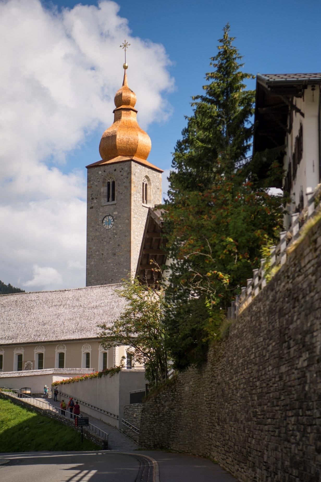 Kirchturm mit Krone 2-min