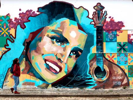 Pintura urbana de Amália Rodrigues embeleza Cidade Velha de Faro