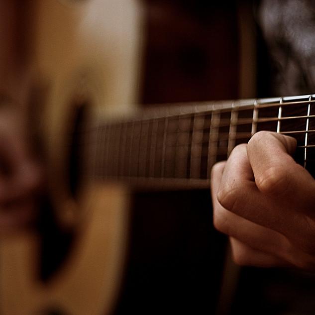 acoustic-guitar-1413181-1599x1066.jpg