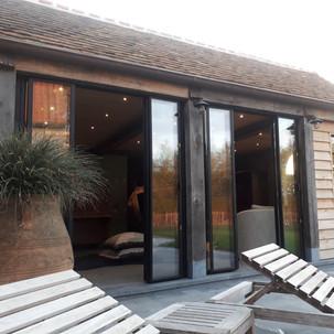 poolhouse vouwdeuren half open