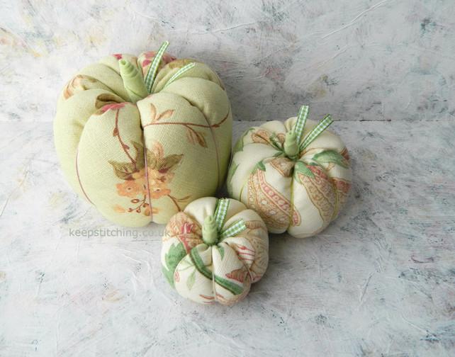 Hand made pumpkins from www.keepstitchin