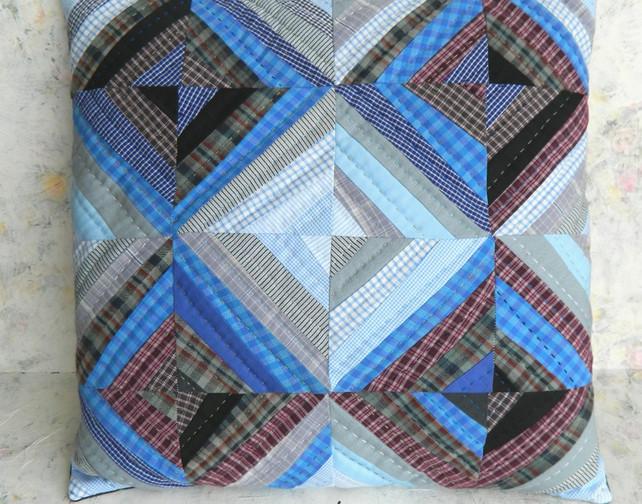 Cushion made from string blocks. keepsti