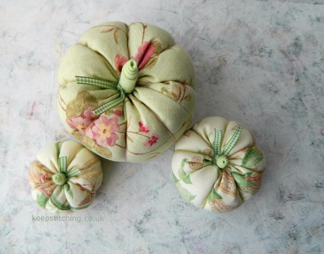 Pumpkin decorations from www.keepstitchi