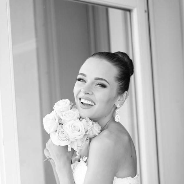 kvinne med brudebukett