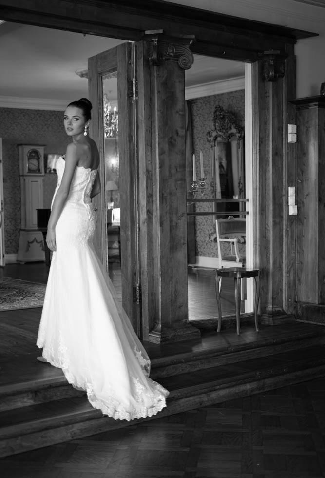 kvinne i brudekjole