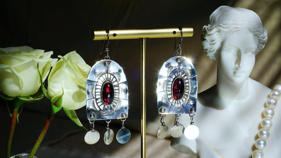 Nicho Earrings with Garnet