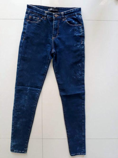 Calça jeans com manchas da Zara
