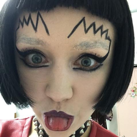 "Makeup for Venus in ""Frau Luna"""