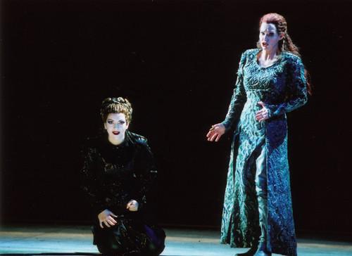 "As Waltraute with Janice Baird as Brünnhilde in ""Götterdämmerung"" | Théâtre du Capitôle Toulouse"