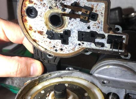 Las escobillas de un BMW 525i funcionando por lapsos