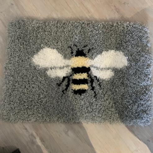 Bee Rug - Latched