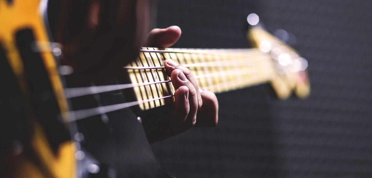 1260x485-bass-guitar-1281x612