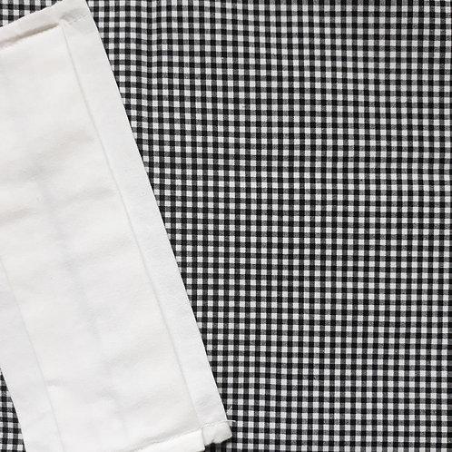 masque barrière modèle petit vichy noir et blanc