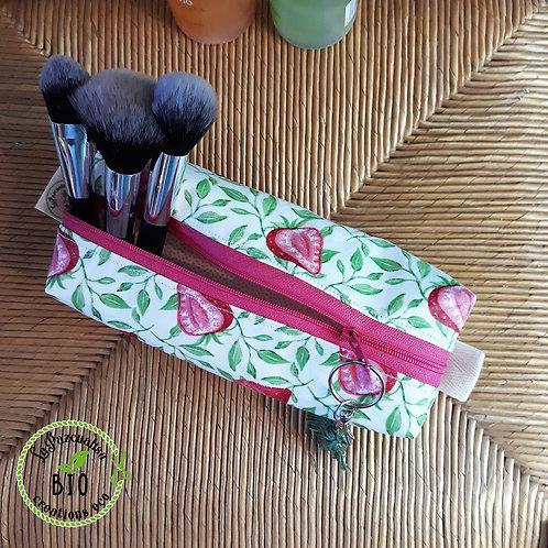 Trousse fraises roses coton enduit