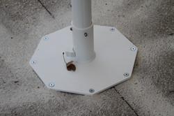 Fixation - plaque octogonale - sur béton - Parasol Bahama - Bistrot du Paradou