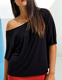 Off-the-shoulder short sleeve t-shirt
