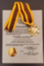 commander rizal e medalha.jpeg