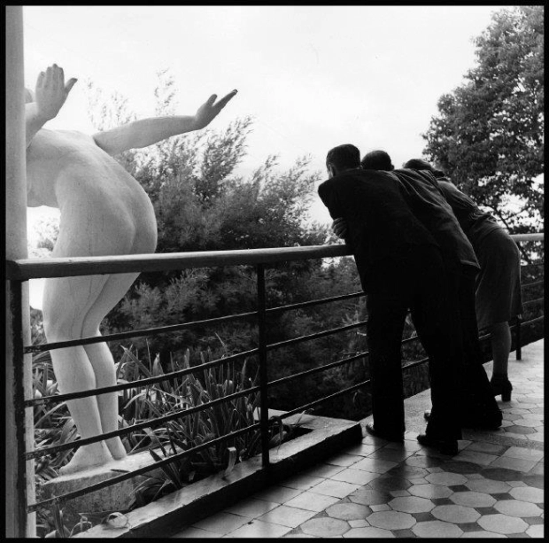 robert-kapas-1947-statue.webp